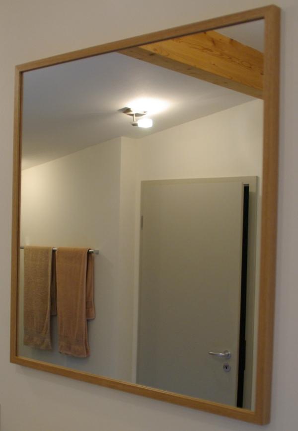 spiegel mit holzrahmen 84 x 85 5 cm inkl umlaufende aufh ngung wandspiegel ebay. Black Bedroom Furniture Sets. Home Design Ideas